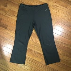 NIKE | FitDry Cropped Wide Leg Workout Pants Black
